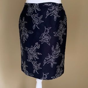 Ann Taylor Floral Embroidered Black Skirt, Size 6P